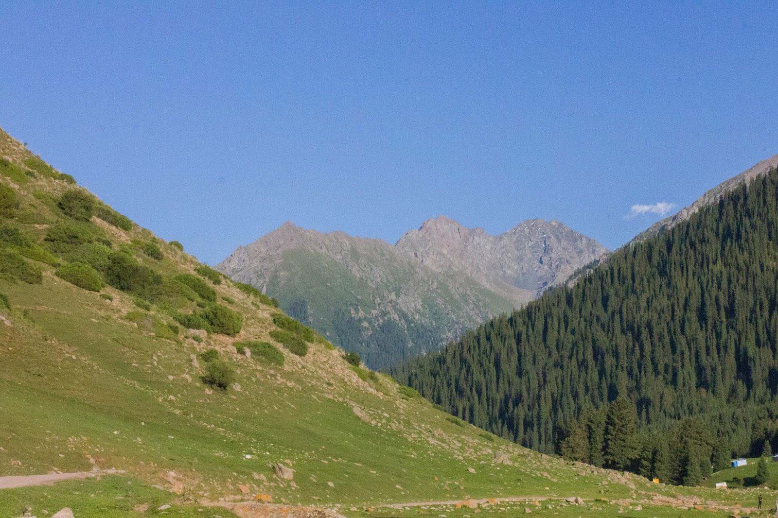 Кыргызстан, Джеты-Огуз, Иссык-Куль, горы