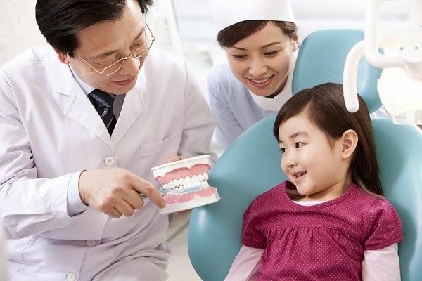 Cách xử lý răng rụng khi bé thay răng một cách an toàn nhất