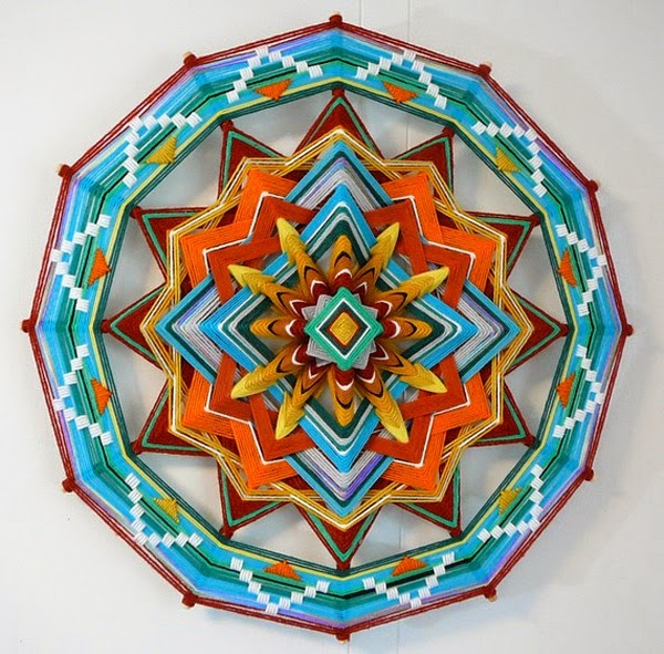 http://blog.2modern.com/2012/02/colorful-ojos-de-dios-yarn-mandalas.html