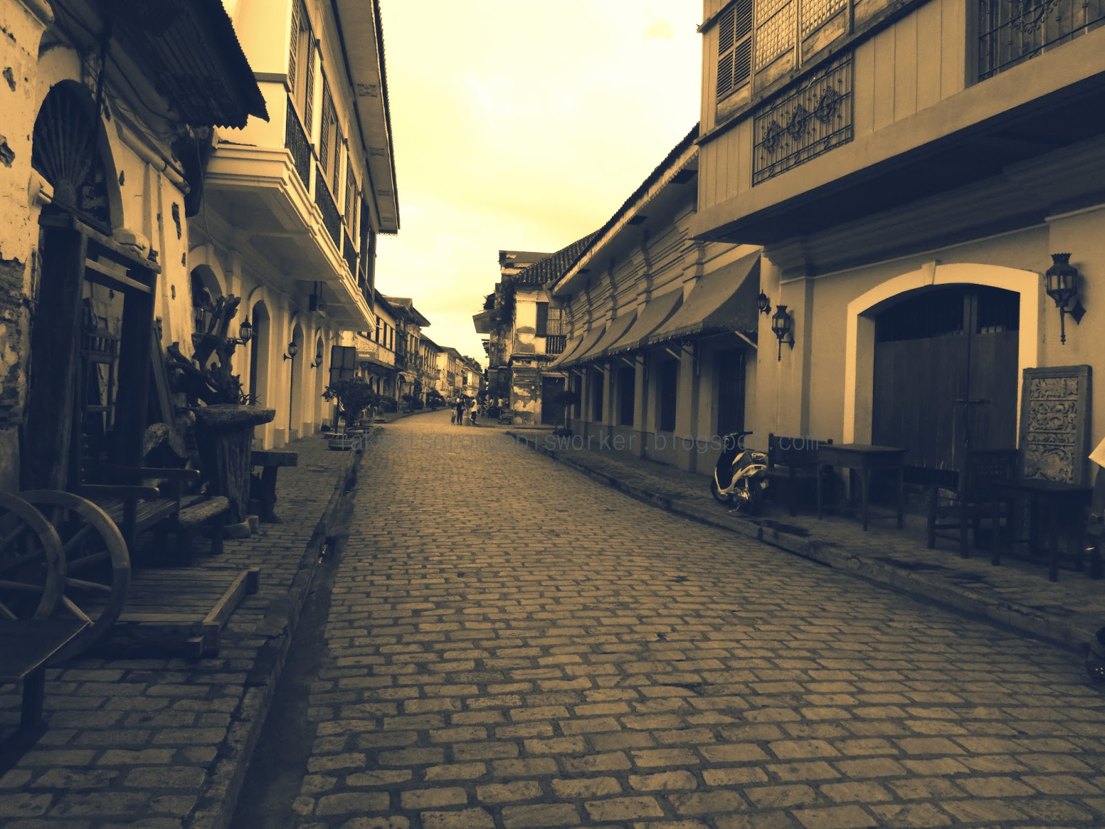the beauty of calle crisologo Vigan city- for me it is the iconic filipino architecture because of its ancestral  houses  fascinated always with the beauty of the historical manila cathedral.