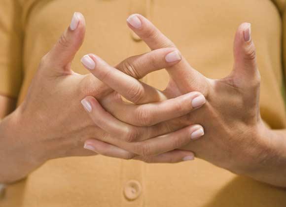 ¿Qué ocurre cuando te suenas los dedos?