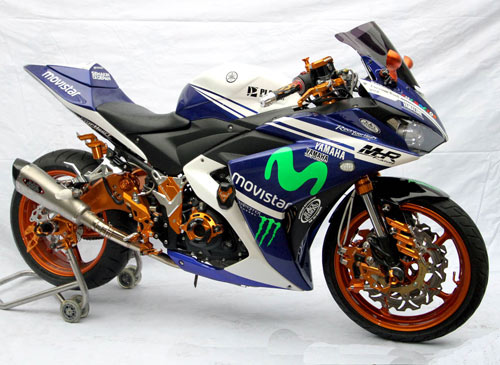 Modifikasi Yamaha YZF-R25 Putih Biru Seksi