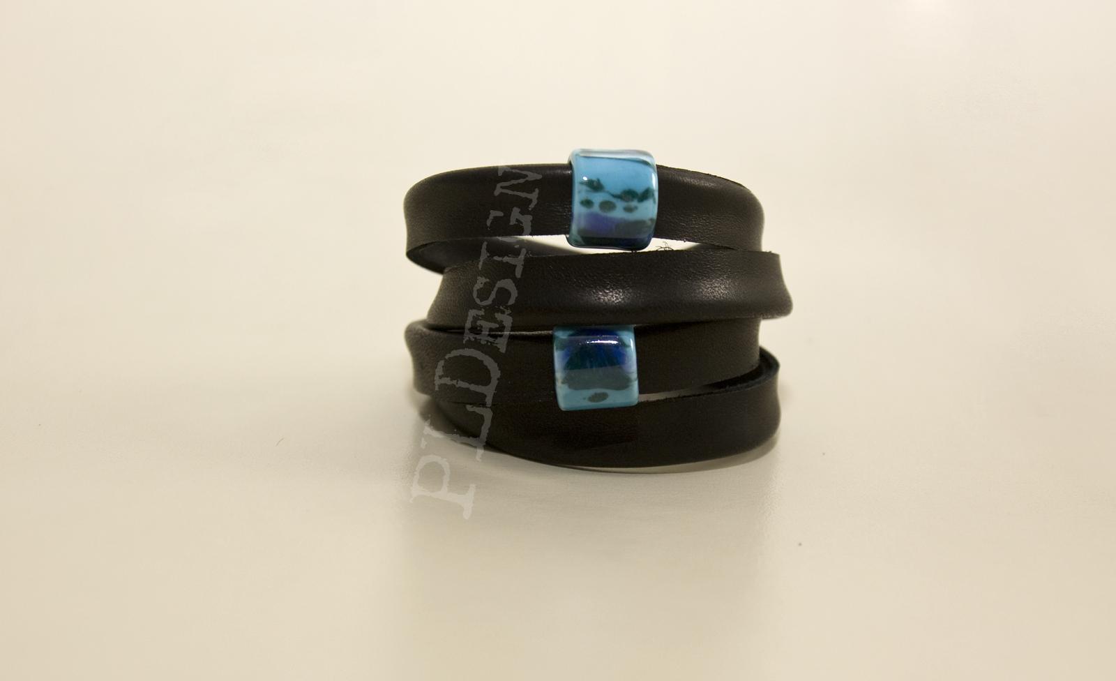 Ręcznie wykonane bransoletki z naturalnej skóry w pojedynczych egzemplarzach. Idealne na prezent. Zamówienia składać mailowo.
