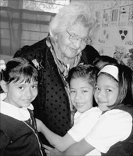 Inilah Guru Tertua Di Dunia, Usianya telah Mencapai 101 Tahun