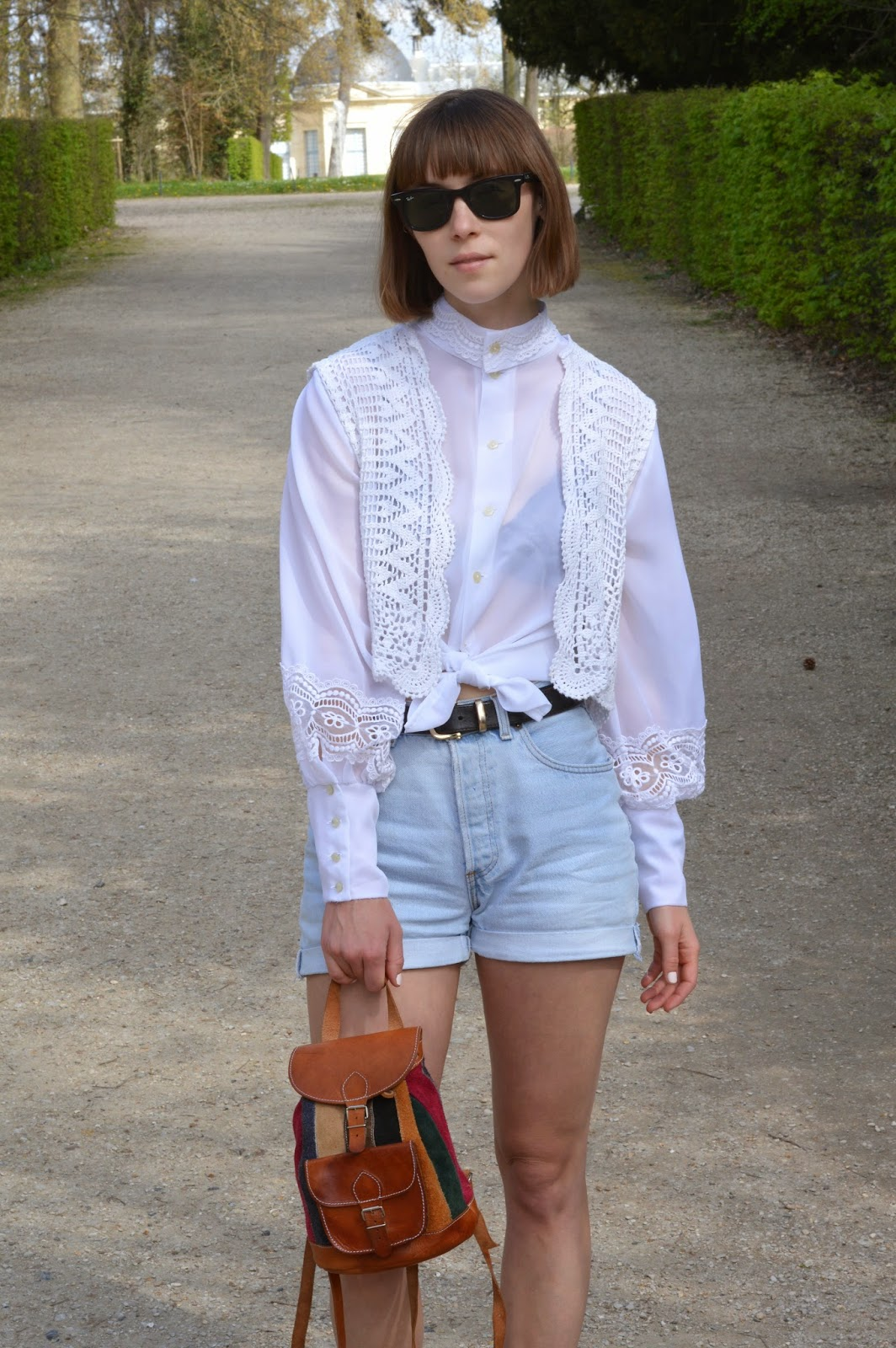 White transparent shirt with crochet and vintage Levi shorts