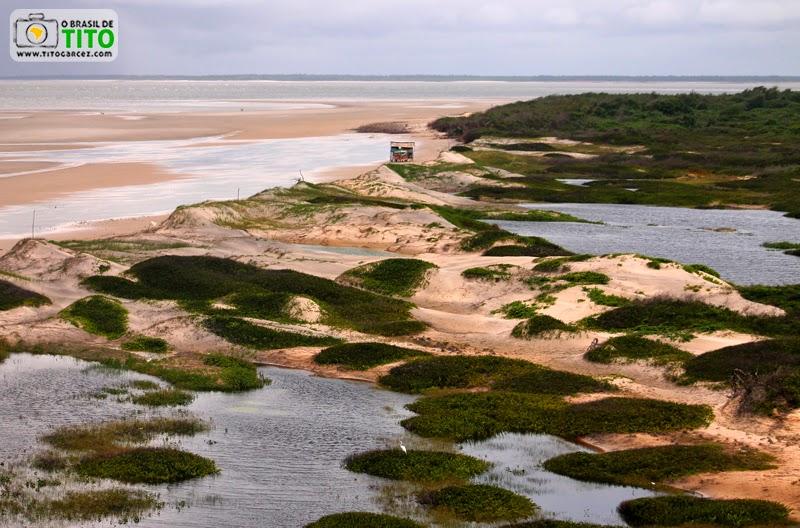 Lagoas, dunas e a  praia da Princesa, na Ilha de Maiandeua (Algodoal), no Pará