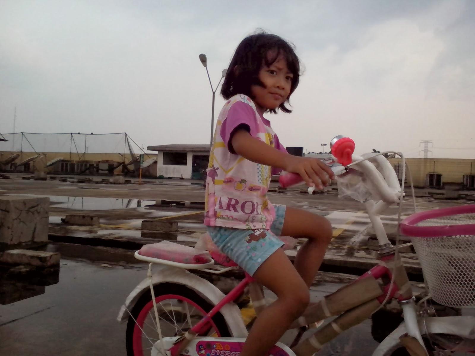 Keira Belajar Sepeda 5