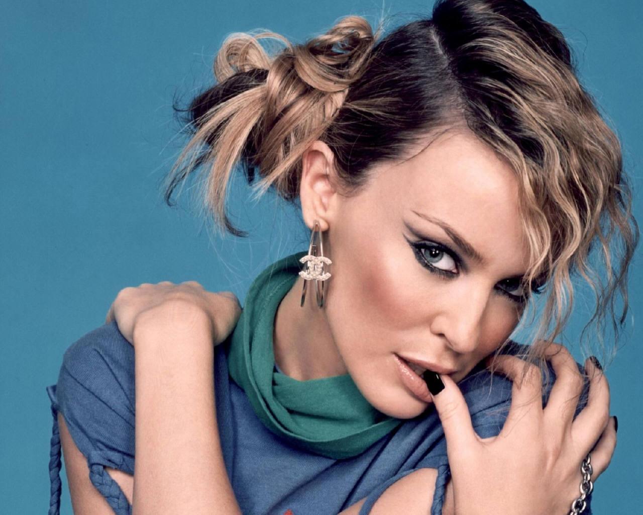 http://1.bp.blogspot.com/-ykvLsYENSdA/TVbWtZBMklI/AAAAAAAAIEw/_XjNzLk3f0E/s1600/Kylie-Minogue-kylie-minogue-64557_1280_1024.jpg