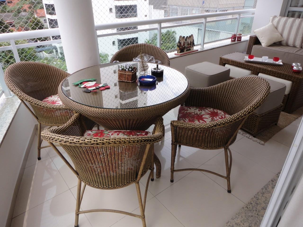 Conjunto de 4 cadeiras e base de mesa em fibra sintetica. #372820 1280x960