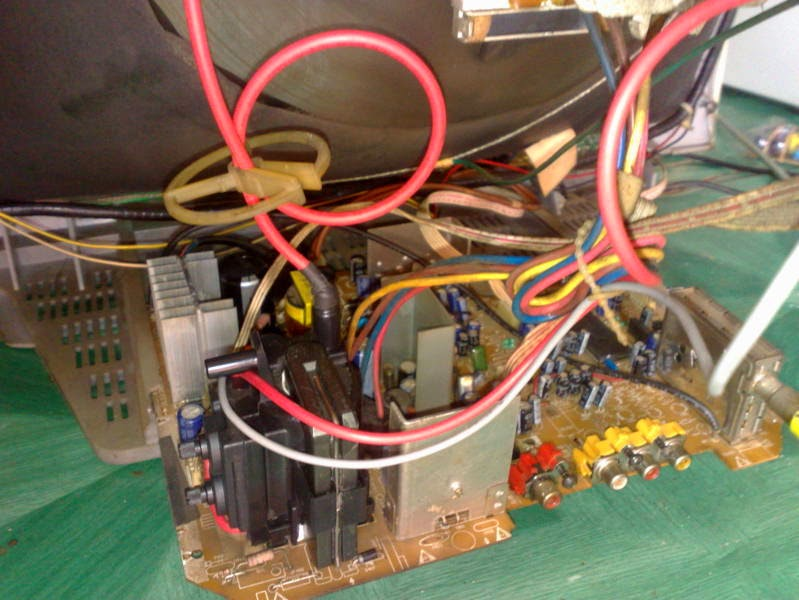 http://rifafaelectronic.blogspot.com/2014/05/tv-polytron-minimax-mati-standby-led-berkedip.html