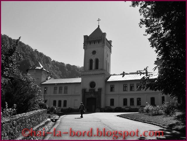 intrare manastire Tismana