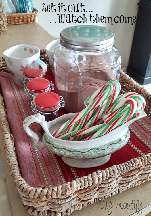 build a hot cocoa bar at www.diybeautify.com