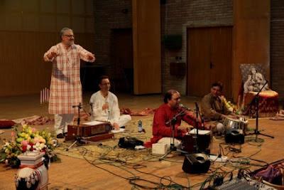 Simple Sharma - harmónium, ének és Ahmad Iqbal - tabla - kolozsvári koncert
