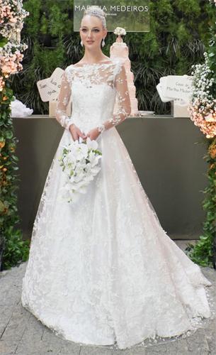 Martha Medeiros vestido de noiva com colo e mangas transparentes