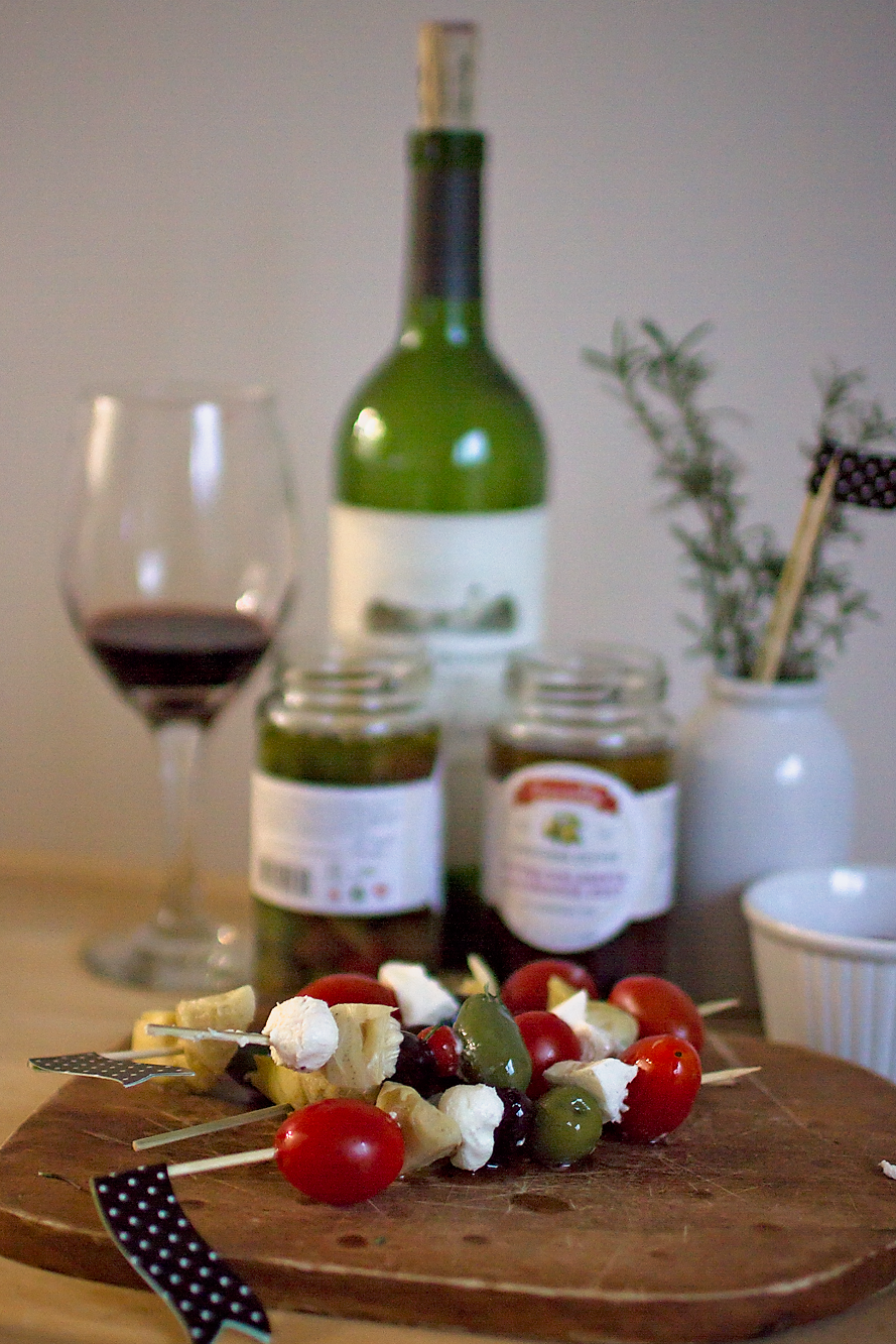 Add something a little different to your holiday table this year! Antipasto Skewers with Mezzetta make the perfect festive appetizers and the recipe is so simple! Easy, real food.