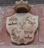 Escudo Real Iglesia de Alomartes