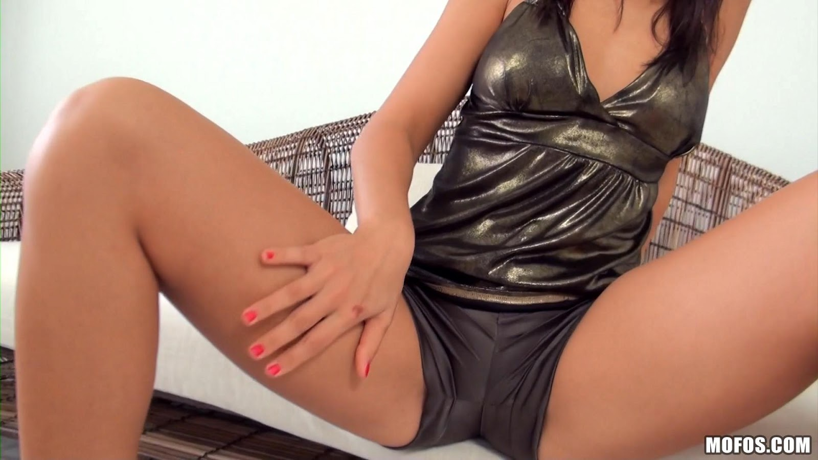 Her Fingers Know All the Right Spots - Olivia Hot