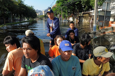 >10,000 Burmese workers go home to escape floods