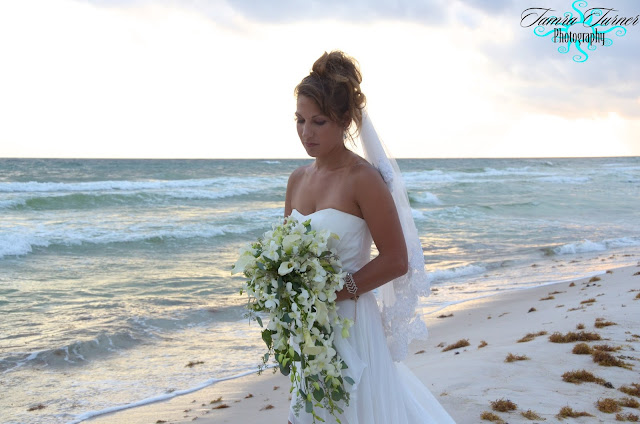 Chelsea's bridal bouquet was inspired by photos she found on pinterest
