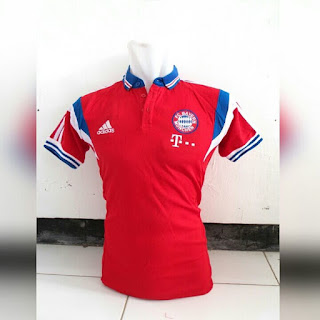 gambar detail baju polo bola klub liga jerman Kaos bola polo klub Bayern Munchen warna merah terbaru 2015/2016 di enkosa sport toko pakaian bola terpercaya