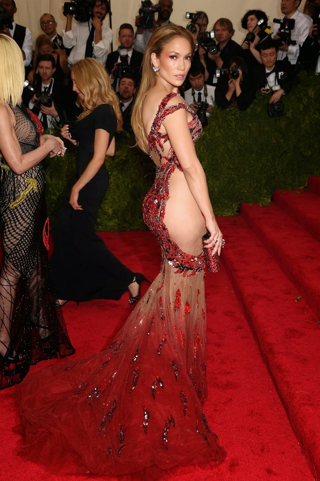 Jenner Lopez flaunts ample skin in a revealing Versace dress at the 2015 Met Gala