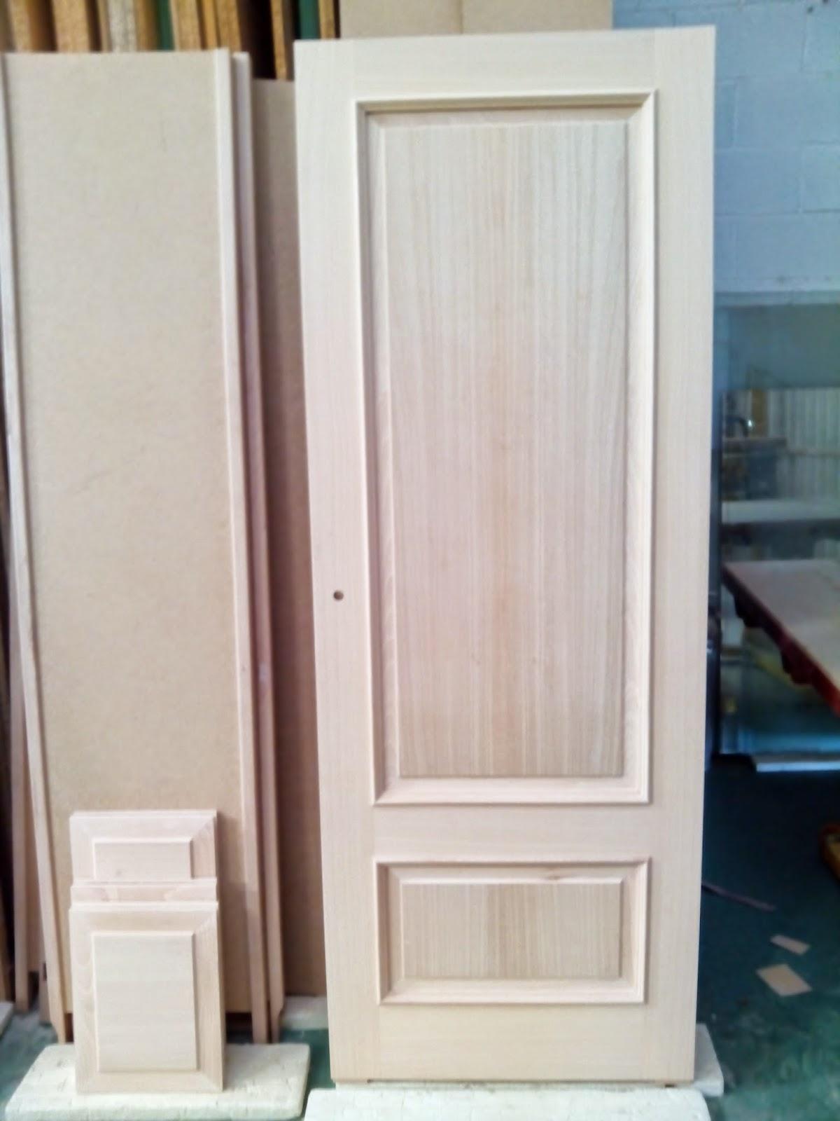 Puertas de madera barnizadas en color nogal muebles for Puertas color madera