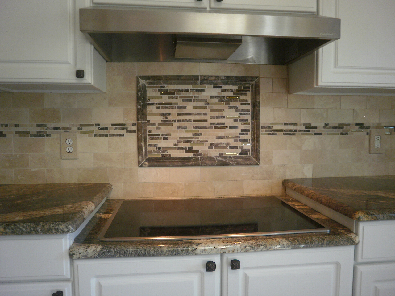 Kitchen backsplash ideas glass tile afreakatheart for Backsplash designs for small kitchen