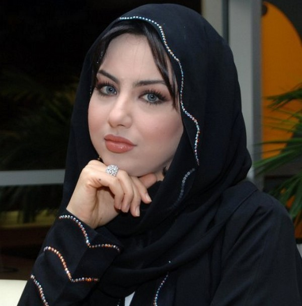 http://1.bp.blogspot.com/-ym_uPHQ5dgI/TlkA5QbluxI/AAAAAAAAAhM/BsBQ1NG1tYY/s1600/Beautiful-Arab-Girl-Wallpaper.jpg