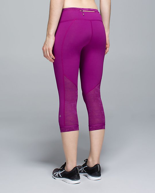 lululemon-run-for-days-crop