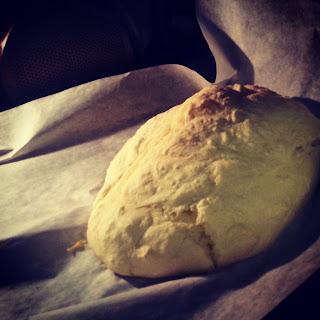 το ψωμί ψήνεται