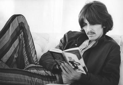 George Harrison leyendo - leer es sexy