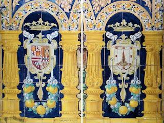 Plaza de España, Sevilla - Azulejo de La Coruña (Motivo Central, escudos laterales)