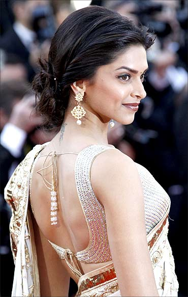 Deepika Padukone in Saree   New Movies Collections