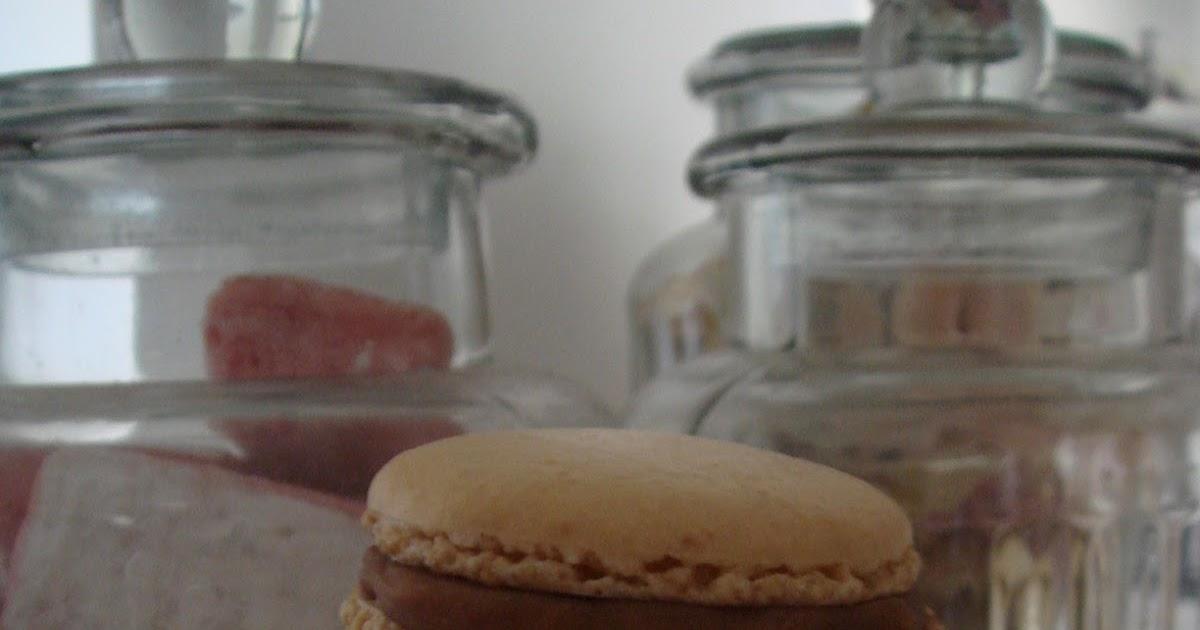 les recettes d emilie macarons au chocolat au lait 224 la p 226 te d amande