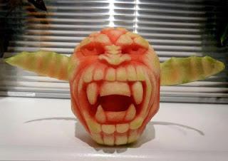 buah tembikai,gambar pelik,gambar lucu,ukiran kreatif,ukiran buah tembikai