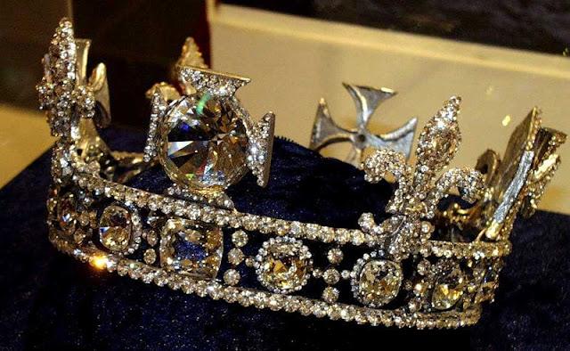 Картинки по запросу драгоценности английской королевы