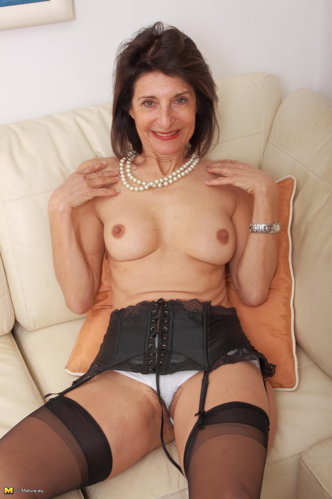 Older Emanuelle woman hairy