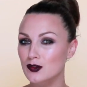 dark eyes and lips makeup style for girls