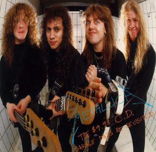 Biografi Metallica    Metallica didirikan pertama kali di Los Angeles - Amerika Serikat dengan nama The Young of Metal Attack. Formasi pertama Metallica adalah Lars Ulrich (drum), James Hetfield (vokal dan gitar),  Lloyd Grant (gitar) dan Ron Mc Govney (bass). Formasi inilah yang kemudian melahirkan lagu  pertama berjudul Hit The Light, yang kemudian masuk album kompilasi rock Metal Massacre tahun  1981.   Beberapa bulan kemudian grup ini berganti nama dengan Metallica yang konon merupakan  gabungan kata Metal dan Vodca. Nama Metallica sendiri sebenarnya adalah nama yang diusulkan  untuk sebuah majalah musik yang dicuri oleh Lars Ulrich sebelum majalah tersebut mendapat nama  tersebut. Setelah Metal Massacre beredar, Grant dan Ron mengundurkan diri. Posisi Grant digantikan oleh  Dave Mustaine dan posisi Ron digantikan Cliff Burton. Formasi ini kemudian pada Juli 1982  mengeluarkan demo-album No Life Till Leather. Demo inilah yang kemudian mengantarkan  Metallica mendapatkan agen dan kemudian hijrah ke New York. Pada 1983, Metallica berencana  akan melakukan tur pendek kebeberapa kota. Sayang Hetfield dan Mustaine malah terlibat  perseteruan,  hingga akhirnya Mustaine keluar dan kemudian mendirikan Megadeth. Posisi Mustaine  digantikan oleh Kirk Hammett , gitaris dari grup Exodus. Formasi ketiga inilah yang kemudian  mengeluarkan album Kill 'Em All pada bulan Mei 1983 metallica, grup band, biografi  Pada tahun 1984, Metallica semakin besar dengan menerbitkan album Ride the Lightning. Album  ini bertahan 50 minggu dalam Billboard Top 200. Demi memperlancar promosi mereka juga  mengeluarkan mini album Jump In The Fire. September 1985, Metallica memproduksi album Master  Of Puppets. Kembali Metallica masuk Billboard Top 40 selama 72 minggu. Album ini merupakan  album yang meraih platinum tanpa single dan video.  Tanggal 27 September 1986, dalam perjalanan tur ke Skandinavia - bus yang mereka tumpangi  mengalami kecelakaan dan Cliff Burton (bass) meninggal dunia. Peristi