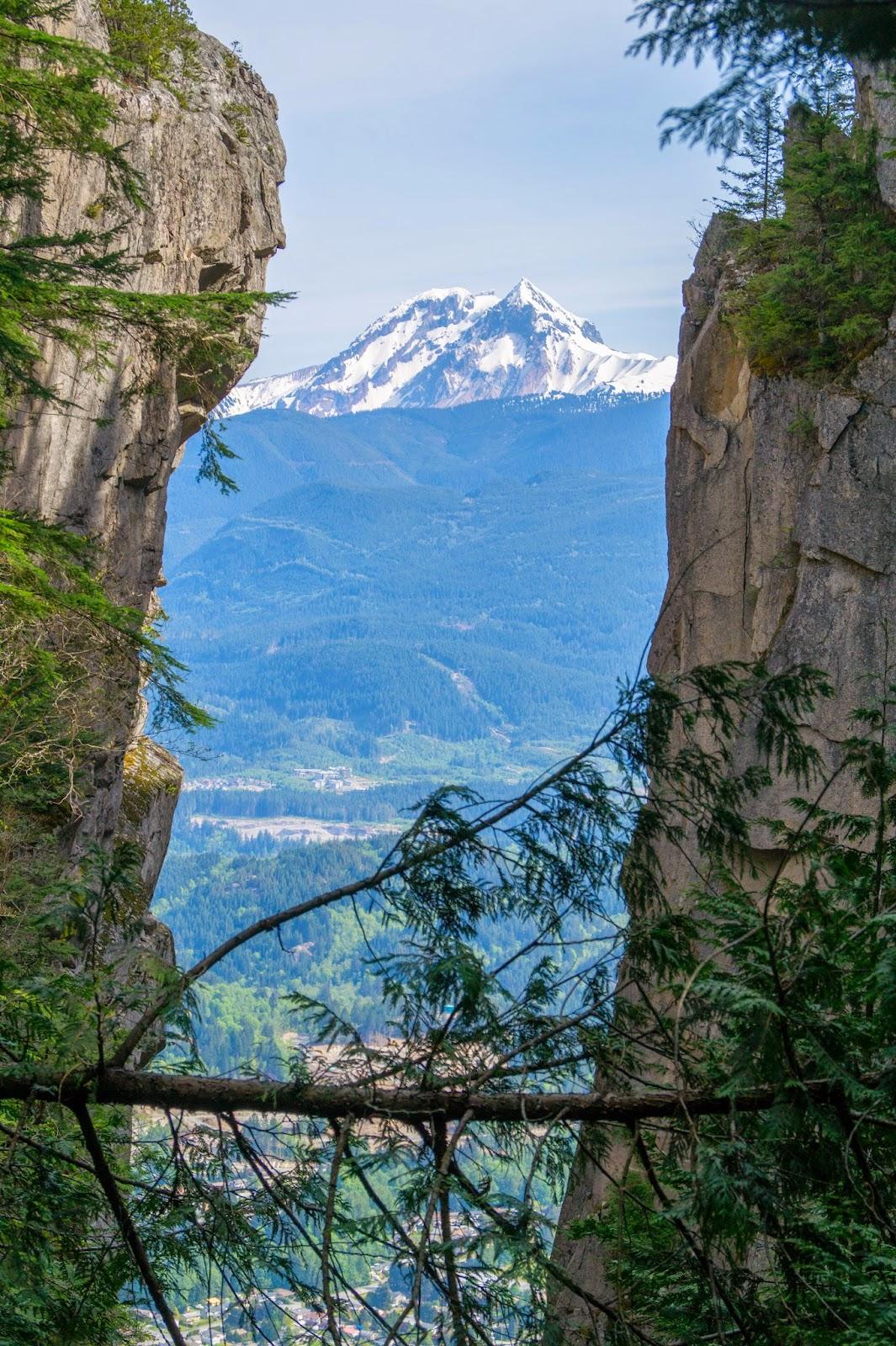 Ущелье между второй и третьей вершинами Stawamus Chief