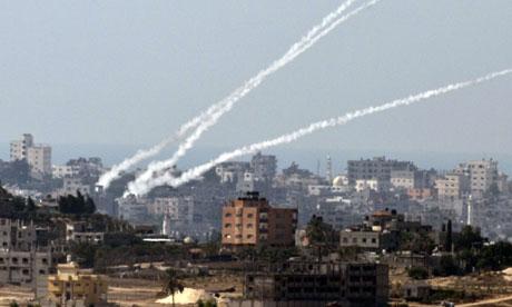 Raketten worden vanuit Gaza afgeschoten op Israelische burgerdoelen.
