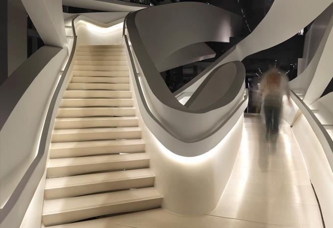 Loja da Armani na 5ª Avenida em Nova York - escadarias