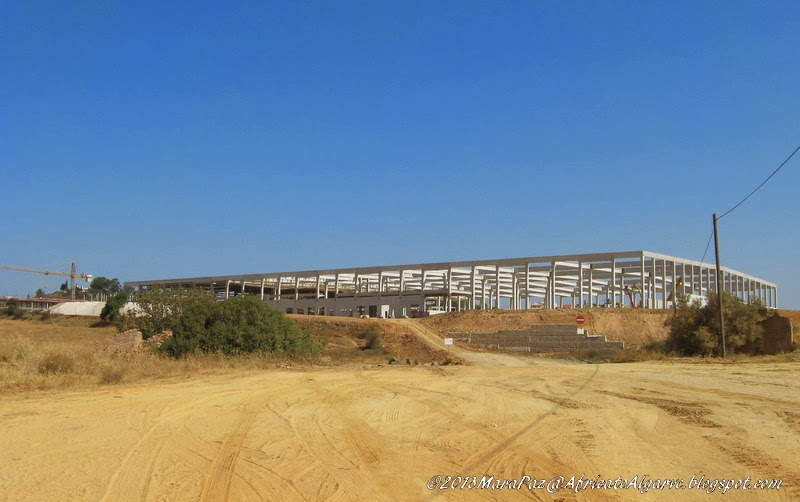 Building something huge in Algoz, July 2013