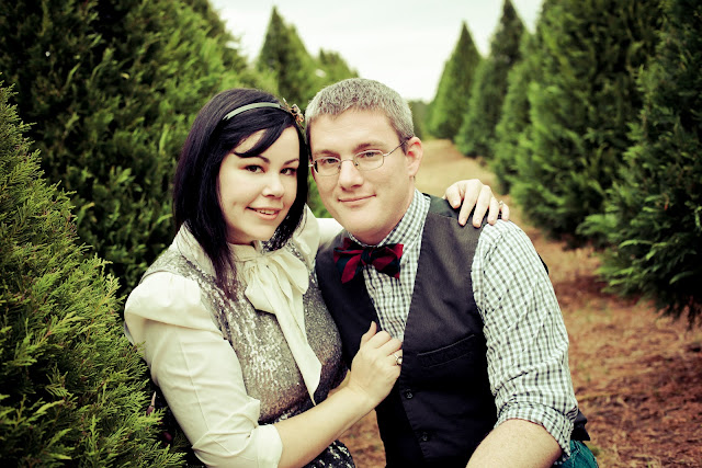 A Christmas Tree Farm Family Session - Kelly Is Nice Photography | www.kellyisnice.com