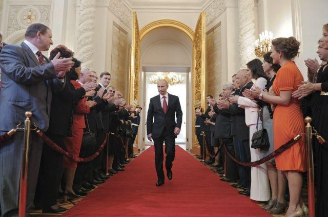 Πούτιν: «Εάν το Βερολίνο συνεχίσει να χτυπά τη Ρωσία, θα γκρεμίσω την Ευρωζώνη»