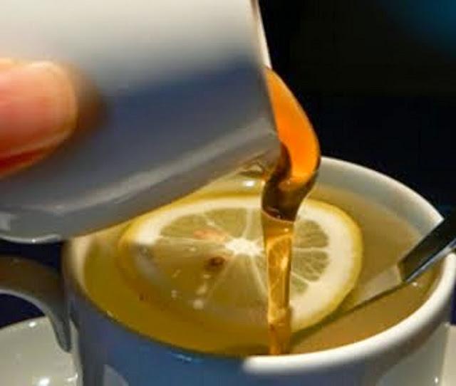 Cette femme a bu cette combinaison miracle chaque matin