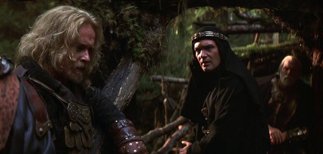 Ni listado de idiomas, ni diccionario, ni flores le hicieron falta a Banderas para aprender a hablar con los vikingos en dos escenas y media.