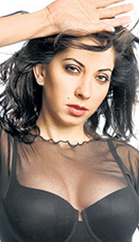 Vida Samadzai in sexy black dress, Vida Samadzai hot pictures