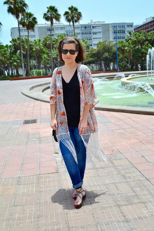 look_kimono_flores_flecos_romanas_mango_como_combinar_lolalolailo_07