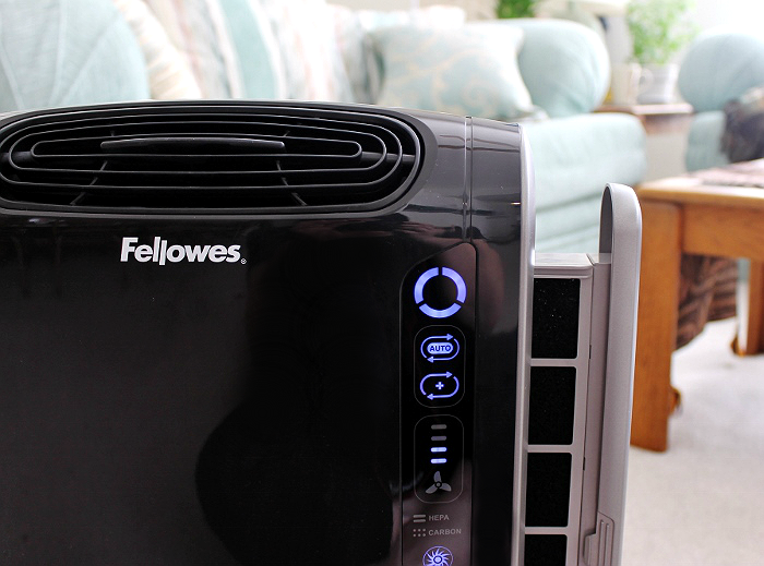 The Fellowes AeraMax™ 190 Air Purifier for rooms up to 190 square feet, with AeraSmart Sensng technology to sense and treat the air as contaminent levels change. #sp